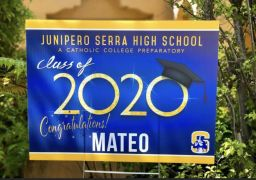 Personalized Lawn Signs to Congratulate Graduating Seniors